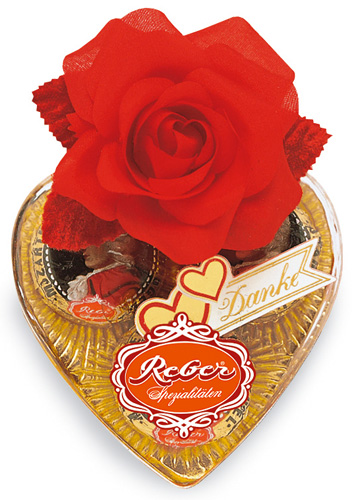 935- Mozart Heart Shape with Rose 60g Image